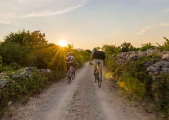 Dva biciklista