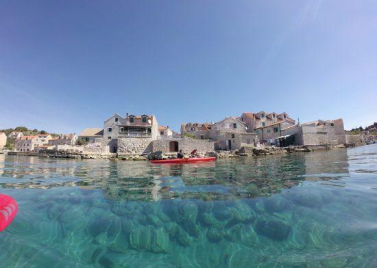 Kayaking kod Prvića
